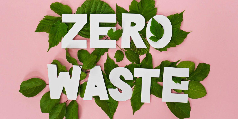 zero waste tekst op bladeren