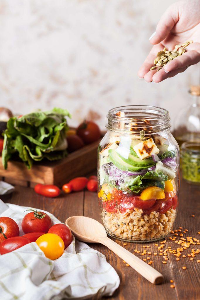 mason jar met gezonde voeding
