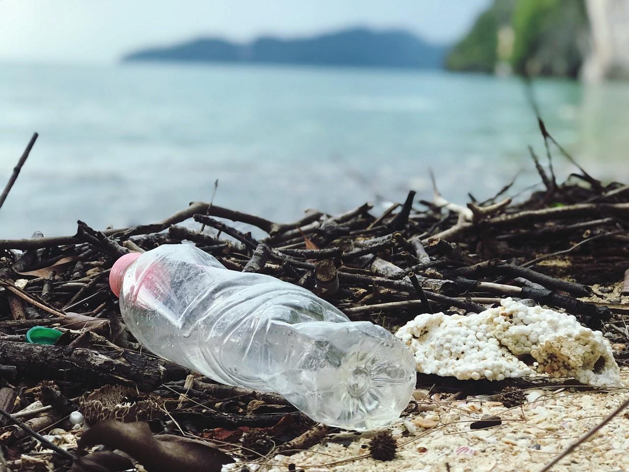 wegwerpplastic-verbannen-thedailygreen