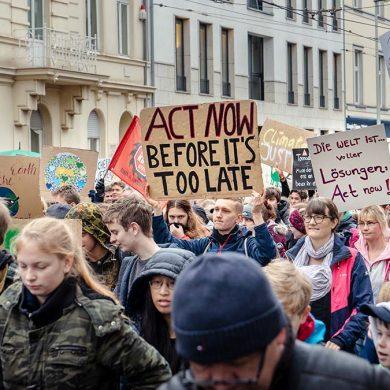 klimaatprotesten-wereldwijd-thedailygreen